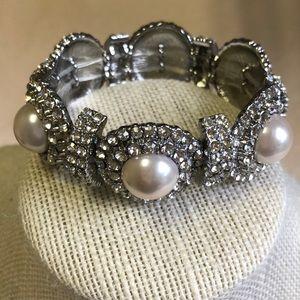 Jewelry - Rhinestone and pearl stretch bangle bracelet
